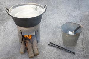五徳などの部品は重曹で煮る